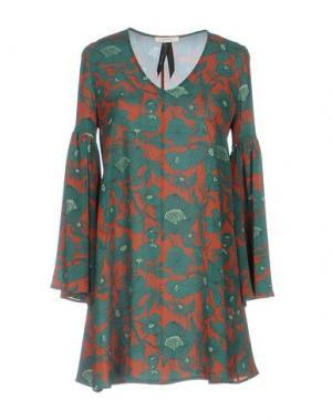 Короткое платье TOY G.. Цвет: зеленый