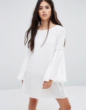 Pixie & Diamond Цельнокройное платье с расклешенными рукавами. Цвет: кремовый