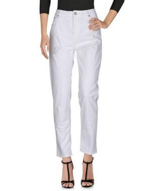 Джинсовые брюки HTC. Цвет: белый