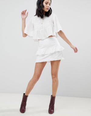 Honey Punch Мини-юбка с оборками и вышивкой. Цвет: белый