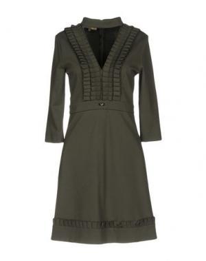 Короткое платье EUREKA. Цвет: зеленый-милитари