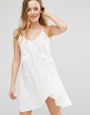 Native Rose Свободное платье с глубоким вырезом сзади. Цвет: белый