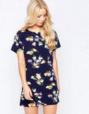 Iska Цельнокройное платье с цветочным принтом. Цвет: темно-синий