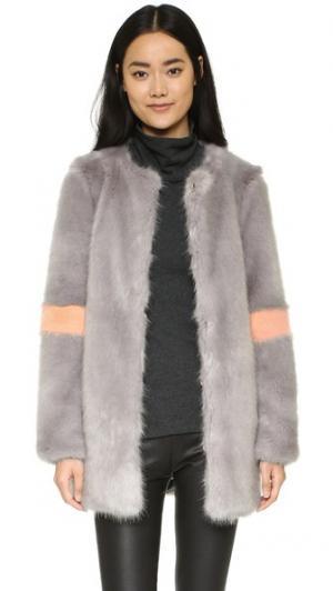 Пальто Ariel из искусственного меха Shrimps. Цвет: дымчато-серый/персиковый