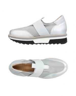 Низкие кеды и кроссовки LAURA BELLARIVA. Цвет: серебристый