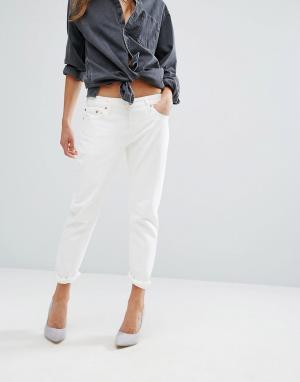 Levis Зауженные джинсы 501. Цвет: белый