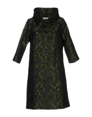 Короткое платье LOU LONDON. Цвет: зеленый-милитари