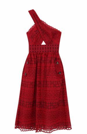 Кружевное платье-миди с открытым плечом self-portrait. Цвет: малиновый