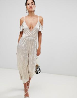 Rare London cold shoulder metallic culotte jumpsuit. Цвет: золотой