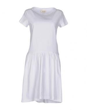Короткое платье NIU'. Цвет: белый