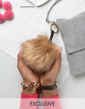 My Accessories Брелок для ключей с помпоном из искусственного меха. Цвет: бежевый