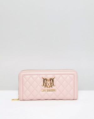 Love Moschino Стеганый кошелек на молнии. Цвет: розовый