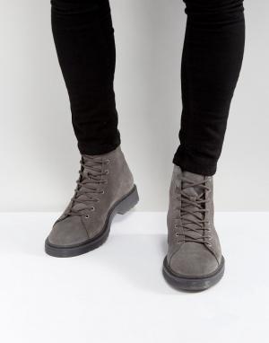 ASOS Серые замшевые ботинки на ребристой подошве со шнуровкой. Цвет: серый