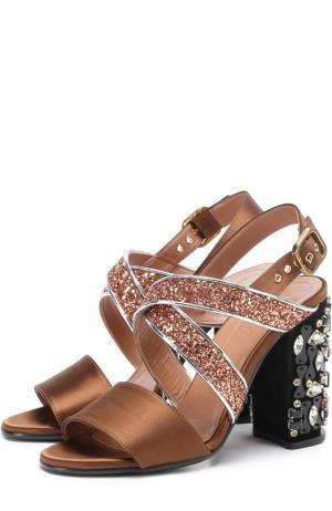 Текстильные босоножки с глиттером на каблуке кристаллами Marni. Цвет: коричневый