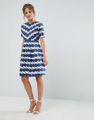 Uttam Boutique Короткое приталенное платье с цветочным принтом. Цвет: синий