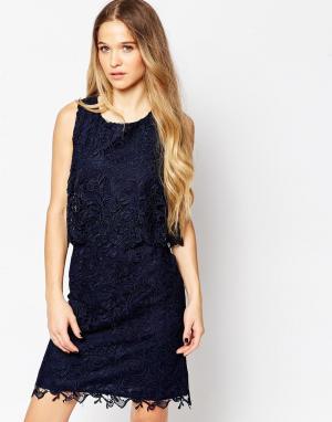 Soaked in Luxury Платье с кружевным верхним слоем. Цвет: синий