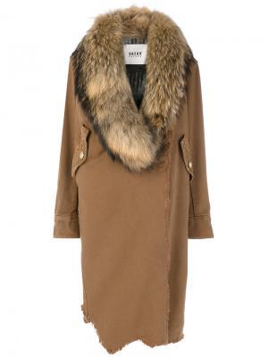 Состаренное асимметричное пальто Bazar Deluxe. Цвет: коричневый