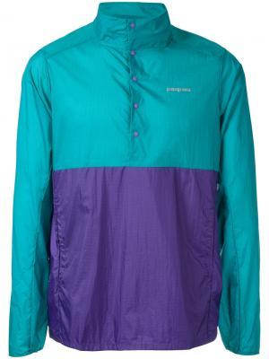 Куртка с контрастными панелями Patagonia. Цвет: зелёный