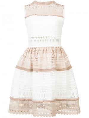 Платье с открытой вышивкой Alexis. Цвет: белый