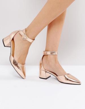 Raid Босоножки на каблуке с пряжками и ремешком щиколотке. Цвет: золотой