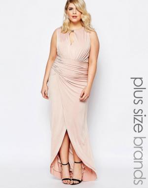 Forever Unique Plus Платье макси со сборками и запахом спереди. Цвет: розовый