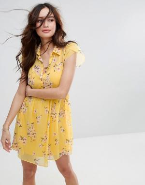Abercrombie & Fitch Чайное платье с цветочным принтом. Цвет: желтый