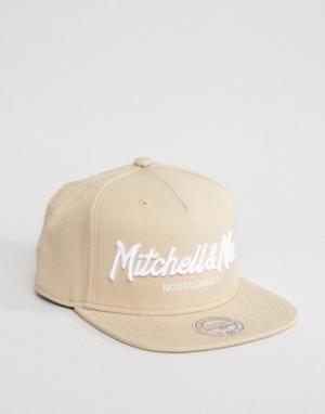 Mitchell & Ness Бейсболка с логотипом. Цвет: бежевый