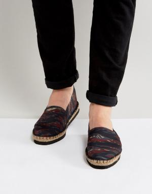 ASOS Эспадрильи с камуфляжным принтом и черной платформой. Цвет: коричневый