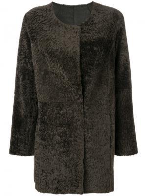 Пальто без воротника с цигейкой Arma. Цвет: зелёный
