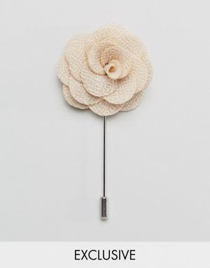 Noose & Monkey Булавка на лацкан с розой. Цвет: кремовый