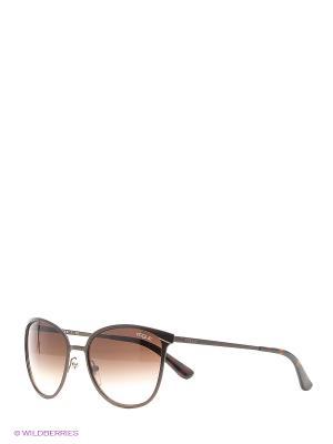 Очки солнцезащитные Vogue. Цвет: коричневый