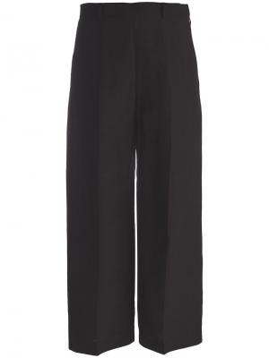 Укороченные широкие брюки Mantu. Цвет: чёрный
