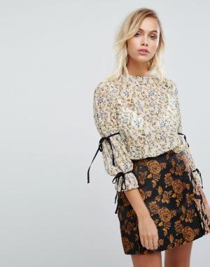Fashion Union Блузка с цветочным принтом и завязками на рукавах. Цвет: желтый