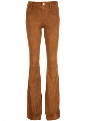Расклешенные замшевые брюки Alice+Olivia. Цвет: коричневый
