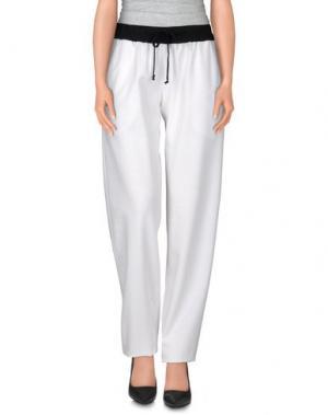 Повседневные брюки NERO INK. Цвет: белый