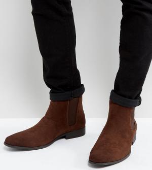 ASOS Коричневые ботинки челси для широкой стопы из искусственной замши. Цвет: коричневый