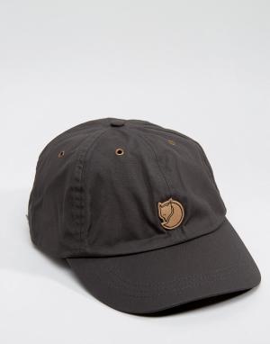 Fjallraven Серая кепка Helags. Цвет: серый