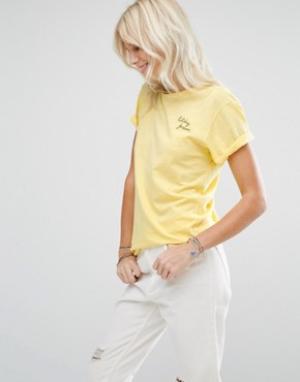 Maison Scotch Желтая футболка. Цвет: желтый
