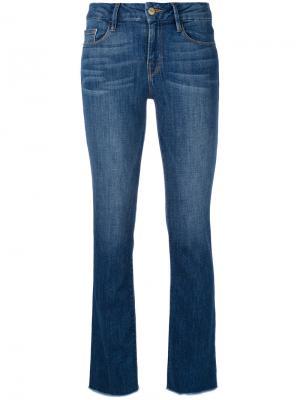 Укороченные расклешенные джинсы Frame Denim. Цвет: синий