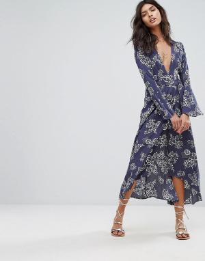 Faithful the Brand Платье макси с цветочным принтом и запахом. Цвет: мульти