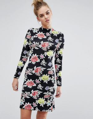 House of Holland Трикотажное платье с розами. Цвет: черный