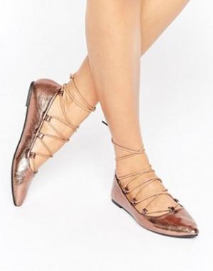 Raid Туфли на плоской подошве цвета металлик со шнуровкой Ghillie. Цвет: медный