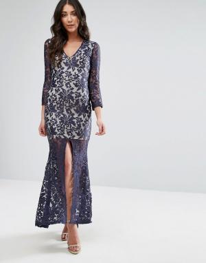 Club L Кружевное платье макси с длинными рукавами и разрезом спереди. Цвет: темно-синий