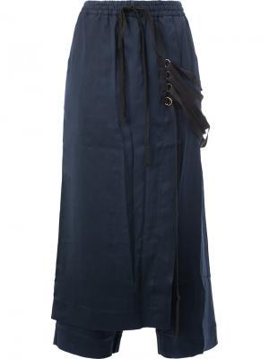 Укороченные брюки с фартуком на ремешках Song For The Mute. Цвет: синий