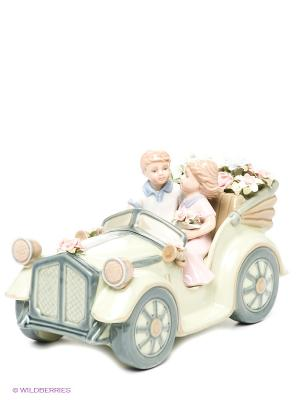 Статуэтка Влюбленные в автомобиле Pavone. Цвет: светло-зеленый, светло-бежевый