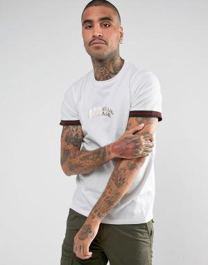 Criminal Damage Белая футболка с окантовкой на рукавах. Цвет: белый