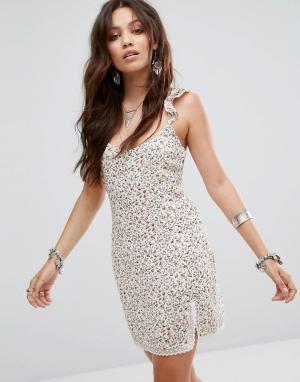 Honey Punch Платье-комбинация с кружевной отделкой и цветочным принтом. Цвет: мульти