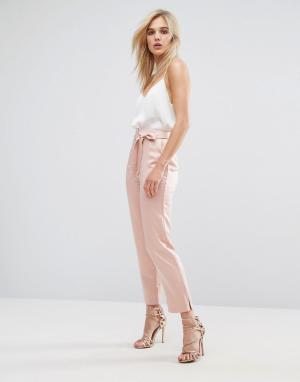 ASOS Атласные брюки-галифе с разрезами у кромки и поясом. Цвет: розовый