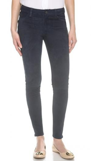 Замшевые брюки со средней посадкой J Brand. Цвет: синие сумерки