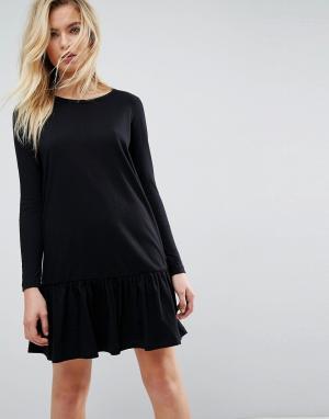ASOS Платье-футболка мини с асимметричным краем и длинными рукавами. Цвет: черный